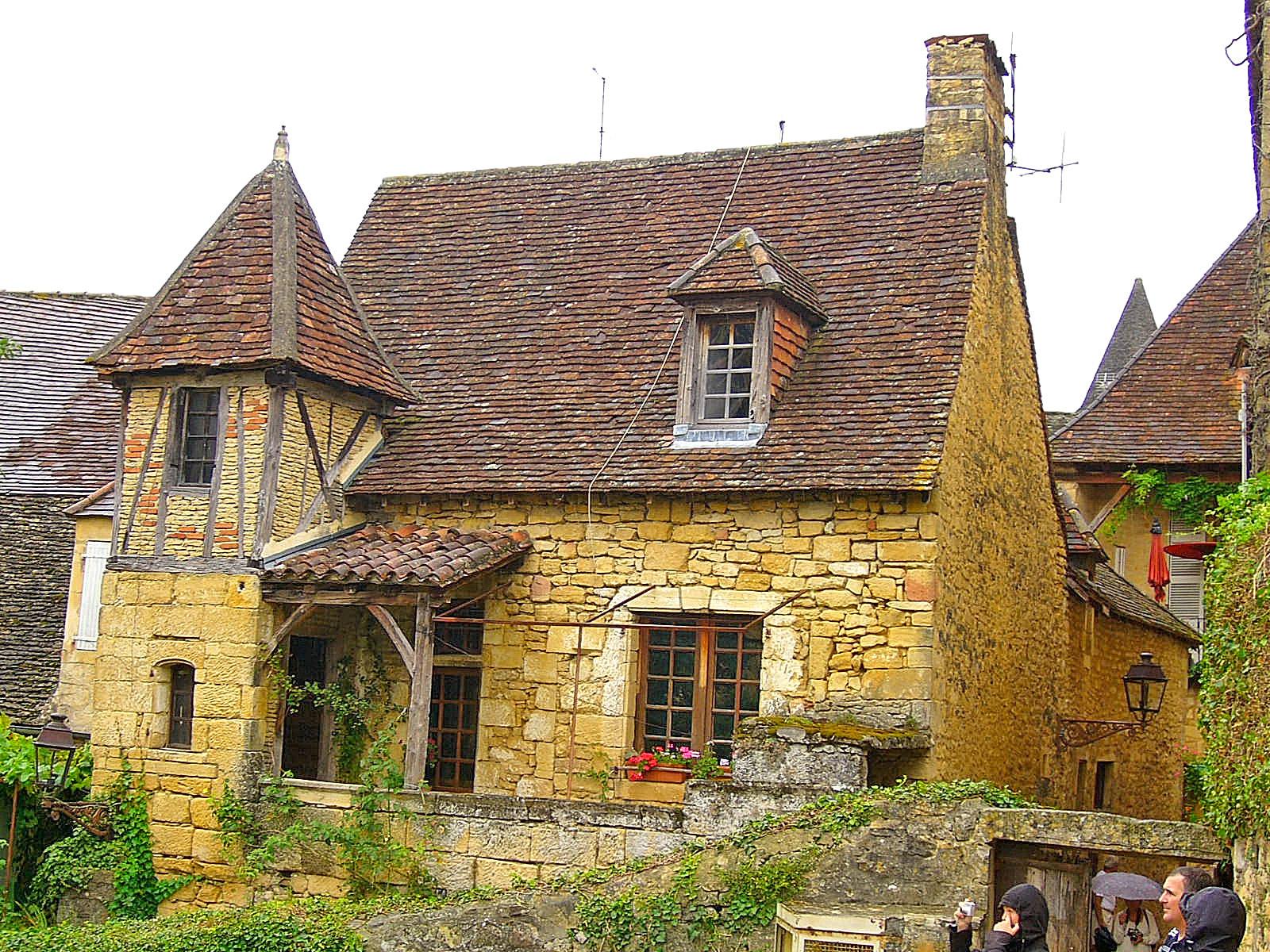 S jour dans le p rigord villages ch teaux et jardins for Constructeur de maison sarlat